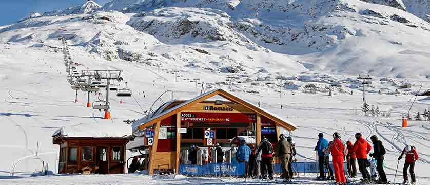 France_alpe_dhuez_chairlift_station.jpg